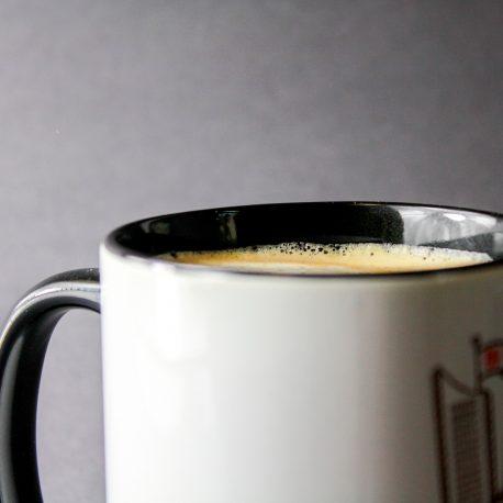 Kaffeetasse aus Leipzig in schwarz, weiß. Motive I Love Leipzig mit Thomaskirche, Uniriese, Völkerschklachtdenkmal, Messehochaus,