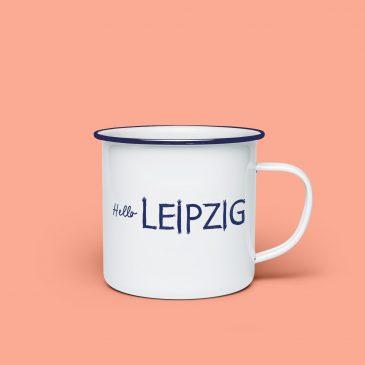 Emaille Tasse </br>Hello Leipzig</br>Farbe: blau/weiß</br>[Souvenir]