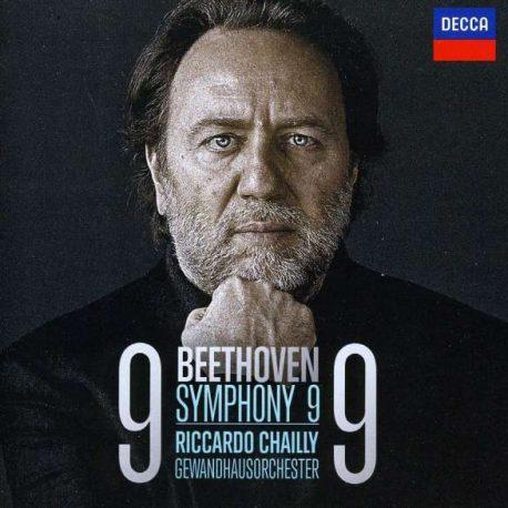 Beethoven Symphonie Nr. 9 CD Cover. Portrait Riccardo Chailly auf schwarzen Hintergrund;